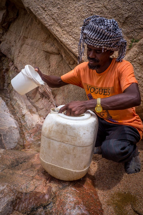 collecting water eritrea
